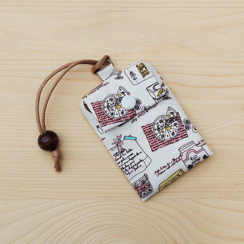 卡袋可裝入悠遊卡或其它常使用的晶片卡,保護卡片表面不受污漬或受損,或當名片袋使用。