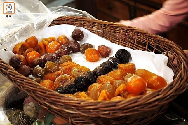 營養師建議以含有天然果糖水果乾代替糖果。(資料圖片)