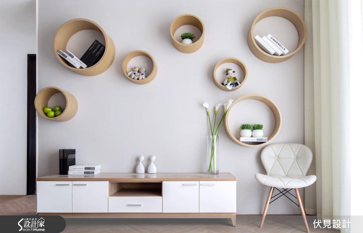 相較帶有尖銳直角的矩形,圓形給人較柔軟活潑的感覺,同樣是牆面的收納,換個形狀空間感受就會大不相同。