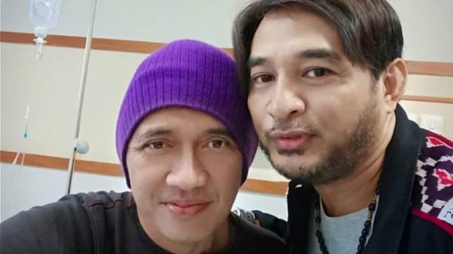 Agung Hercules saat dijenguk Jeremy Teti di RSUD Kota Tangerang, Banten, Senin (17/6/2019). [istimewa]