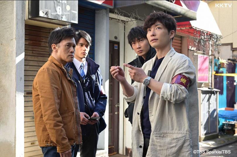 綾野剛(古二)和星野源(右一)繼《產科醫生鴻鳥》後,再度合日劇《MIU404》。(圖/KKTV提供)