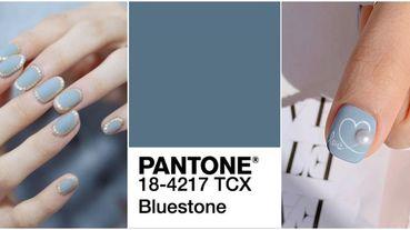 是高級冷灰調!「青石藍#Bluestone」美甲點綴指尖顯白又優雅,整個人搖身變氣質小姐姐