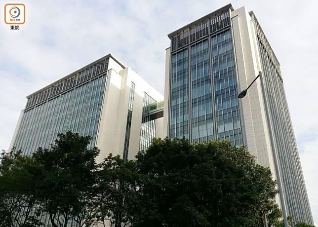 小額錢債審裁處位於西九龍法院大樓內。
