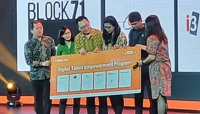 Representatives of Alibaba Cloud Indonesia, Bina Nusantara University, Prasetya Mulsya Business School and start-up incubator BLOCK71 mark the launch of the Digital Empowerment Training Program at Alibaba Cloud Day in Jakarta on Thursday.