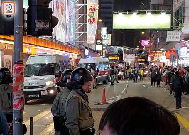 多輛警車在場。(張福宏攝)