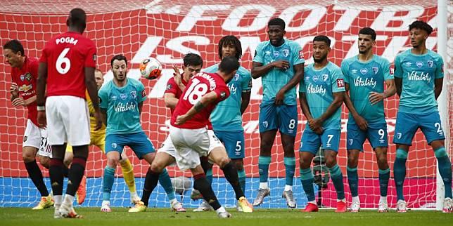 Bruno Fernandes ketika mencetak gol tendangan bebas ke gawang Bournemouth di pekan ke-33 Premier League 2019/2020 (c) AP Photo