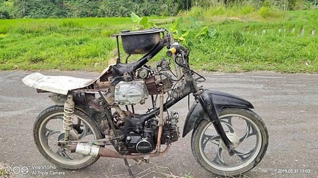 Modifikasi motor ini bikin warganet terperangah. (Facebook/@Nofrizal)