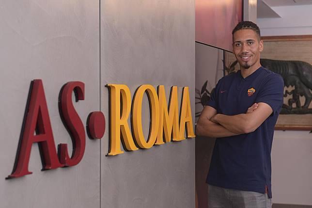Manchester United Resmi Pinjamkan Smalling ke As Roma