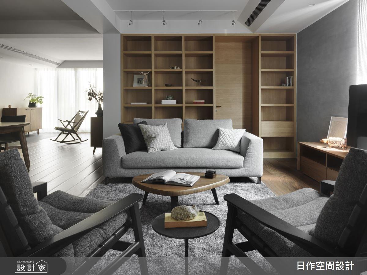 有底板的開放式格狀櫃也可以用來營造風格,也順便將寢室的門片隱藏起來,扮演修飾空間的重要角色