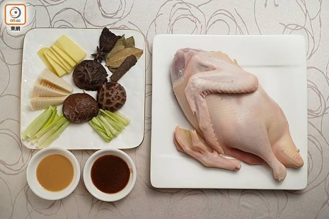 主角是米鴨,但配料、香料和醬汁都起着重要作用。(張群生攝)