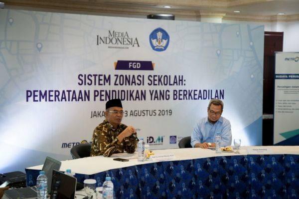Menteri Pendidikan dan Kebudayaan RI Muhajir Effendy (kiri) saat menjadi narasumber utama