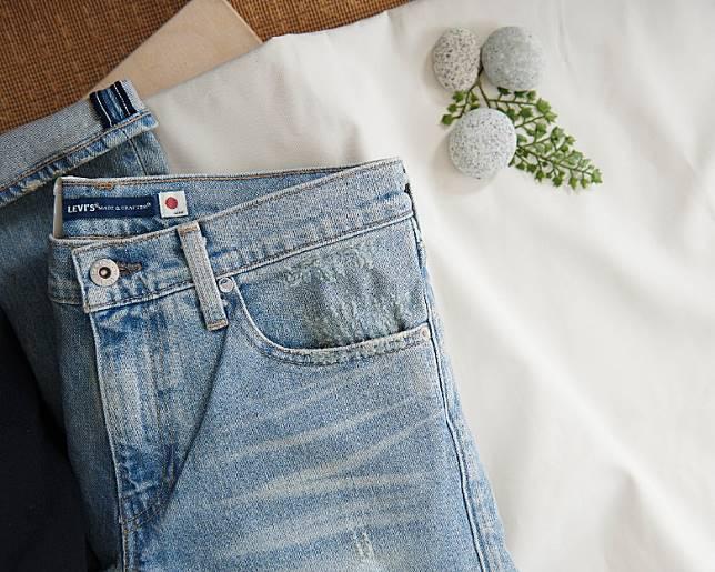 牛仔褲腰位縫上「日之丸」日本國旗凸顯日本製身份。(互聯網)