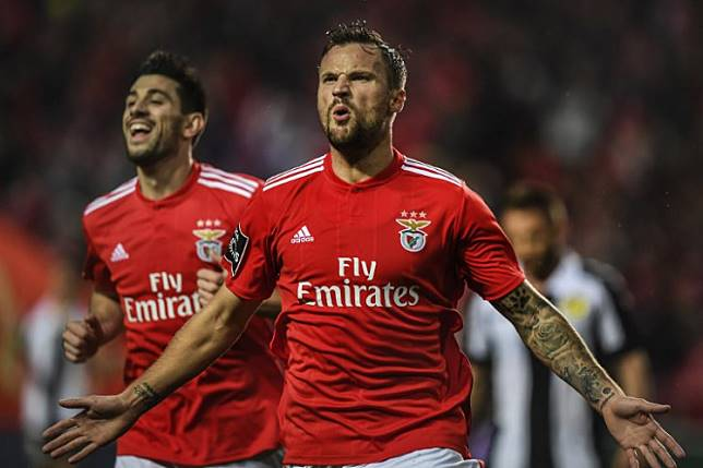Benfica's Swiss forward Haris Seferovic (R) celebrates with his teammate Benfica's midfielder Pizzi Fernandes (left) after scoring during the Portuguese League football match between SL Benfica and CD Nacional at the Luz stadium in Lisbon on February 10, 2019.  PATRICIA DE MELO MOREIRA / AFP