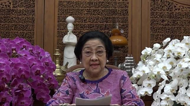 Presiden kelima RI Megawati Soekarnoputri resmi menerima penganugerahan gelar Profesor Kehormatan (Guru Besar Tidak Tetap) dari Universitas Pertahanan RI (Unhan), Jumat (11/6).  (ilustrasi)