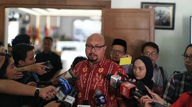 Komisioner KPU Ilham Saputra. [Suara.com/Muhammad Yasir]