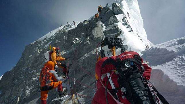 Gletser Gunung Everest Mencair, Jasad Para Pendaki Bermunculan