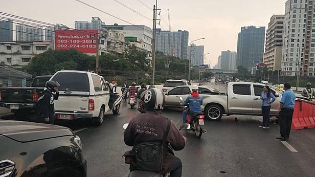 อุบัติเหตุ ชนกันหลายคัน ถ.รัชดาท่าพระ ขาเข้า รถติดมาก