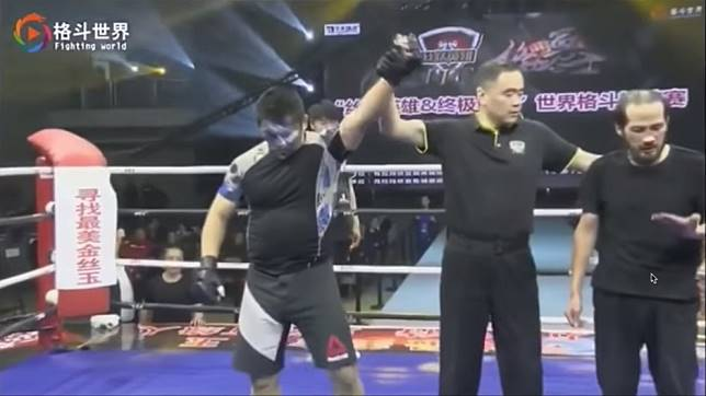Chinese MMA fighter Xu Xiaodong breaks balding wing chun
