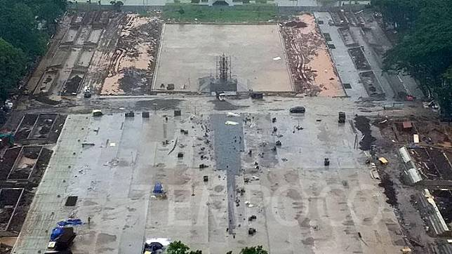 Foto udara Taman Selatan Monas saat masa revitalisasi di Jakarta, Senin, 20 Januari 2020. Sejumlah pohon yang berukuran besar ada sekitar 150 batang sudah dipindahkan ke pelataran Selatan Monas, dan yang kecil dipindahkan ke bagian timur dan barat Monas. TEMPO/Subekti.