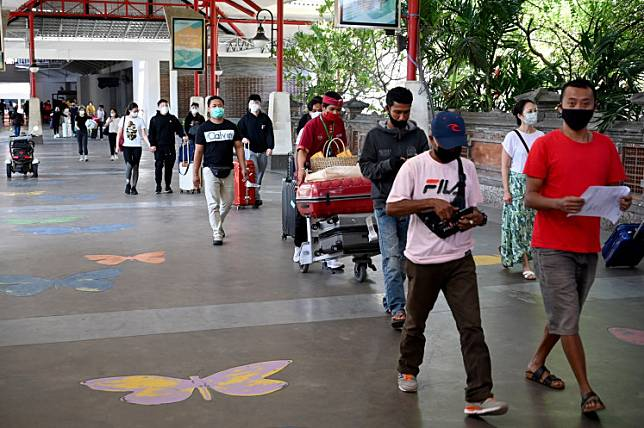 Passengers arrive on the first day of reopening for domestic flights after being temporarily closed due to concerns about the COVID-19 pandemic at Ngurah Rai International Airport, in Tuban, near Denpasar, Bali, on July 31.