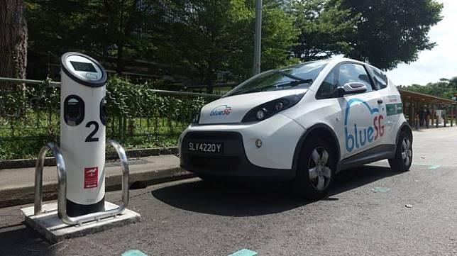 Blue SG makin marak di Singapura, pengelola tempatkan recharging station dekat hunian warga [Shutterstock].