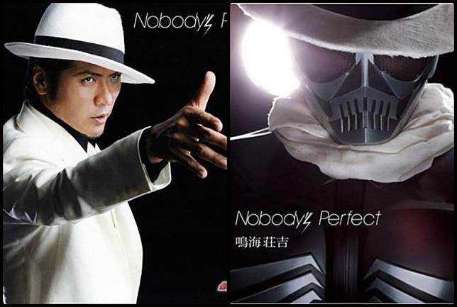 吉川晃司以一身白西裝造型,在《幪面超人W》電影版中飾演鳴海莊吉,更變身幪面超人Skull,舉手投足都Man到爆烈。(互聯網)