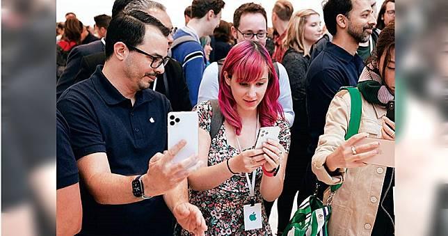 【iPhone風潮1】手機變身三眼怪 引發網友熱議