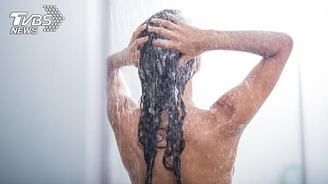 原PO準備要洗澡的時候突然觸電。示意圖/TVBS
