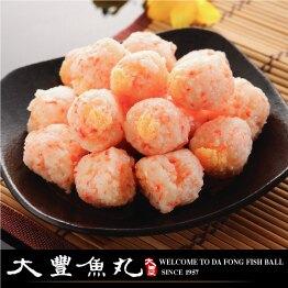 外層用蟹肉絲所製成內包有柳葉魚蛋,吃起來滿嘴都有魚卵脆脆的感覺!