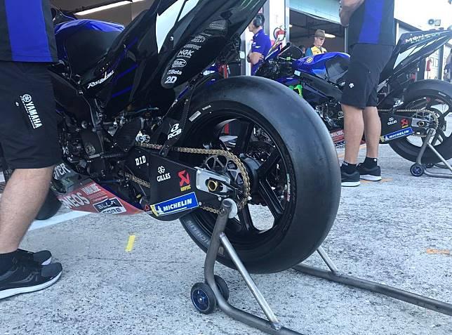 Ilustrasi swing arm karbon, jadi tren di kelas MotoGP, tapi malah dilarang di kelas Moto3