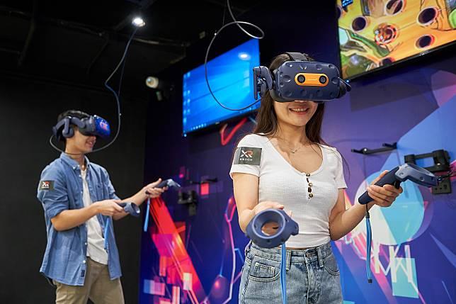 怕鬼怪game太驚嚇的朋友可以選擇只玩VR,有多達12款遊戲。