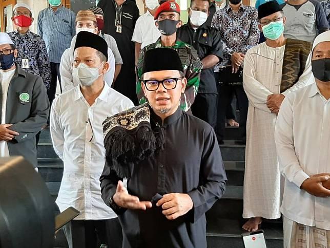 Wali Kota Bogor Bima Arya Sugiarto (tengah).