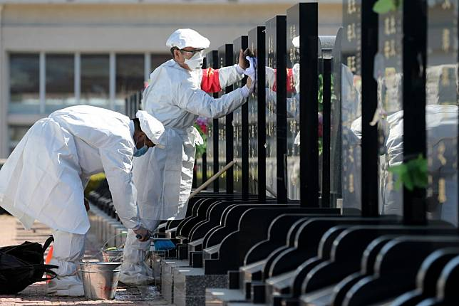 Coronavirus: China limits access to cemeteries for Ching Ming tomb-sweeping festival