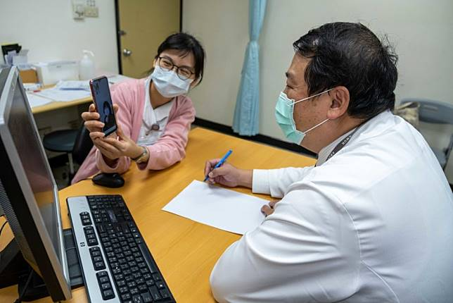首死病例後「不進醫院」  全台紛開視訊問診、免下車領藥
