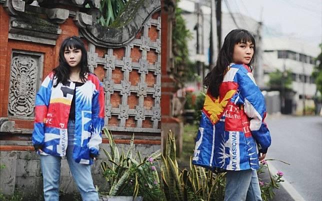 Gokil! Desainer Ini Memanfaatkan Bendera Partai Bekas