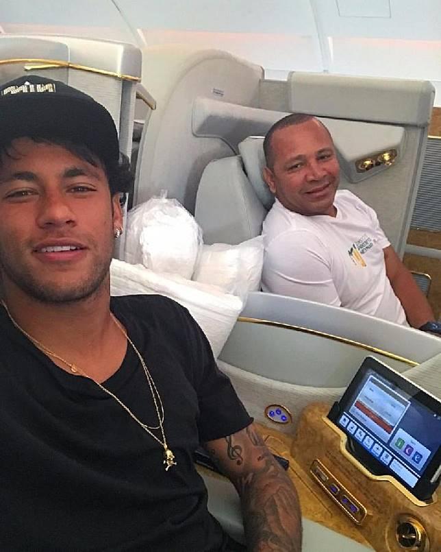 Neymar Jr bersama ayah yang juga agennya, Neymar Santos Sr. (instagram/@neymarjr)