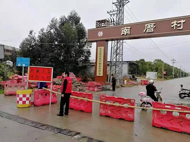 China coronavirus: cities, provinces close roads to stop spread of deadly infection