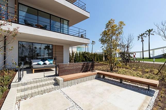 Private Villa設有面積達41平方米嘅平台Private Garden Terrace,內有沙發床讓你慢慢Hea。(互聯網)