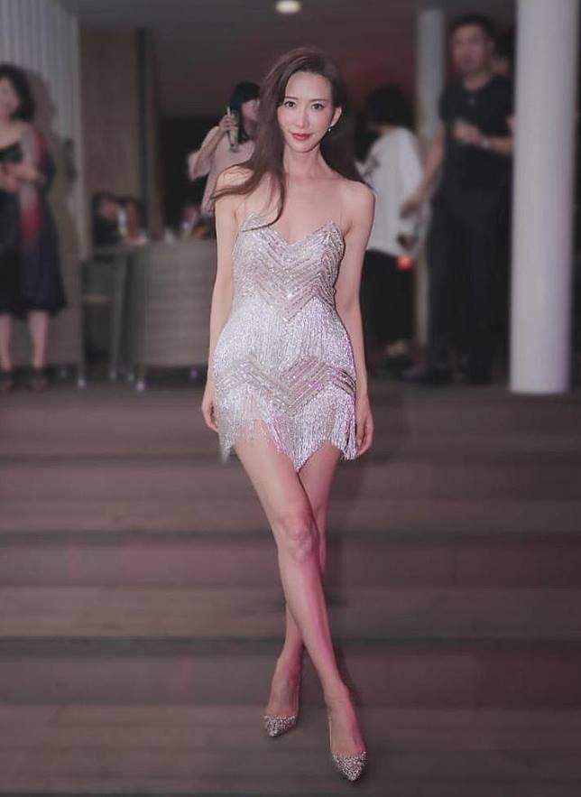 十分惹火的NICOLE + FELICIA派對短裙。(品牌圖片)