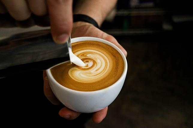 ▲咖啡干擾睡眠的程度,還比不上菸酒。(示意圖/取自 Unsplash )