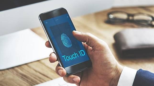 Ilustrasi pemindai sidik jari pada ponsel pintar. [Shutterstock]