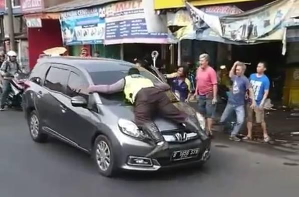 Polisi nemplok di Honda Mobilio