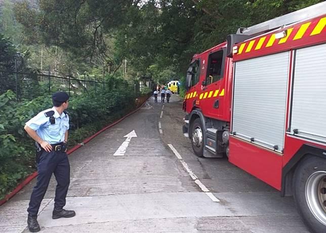 警方及消防到場救援。(郭垂垂攝)