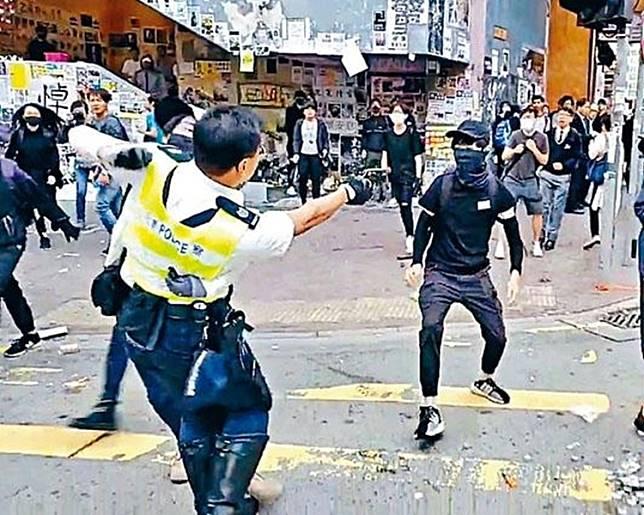 中槍學生(右)被警方控告非法集結罪。岳品新聞相片