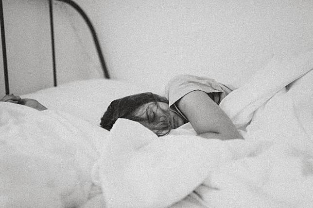 Ilustrasi tidur. Unsplash.com/Kinga Cichewicz