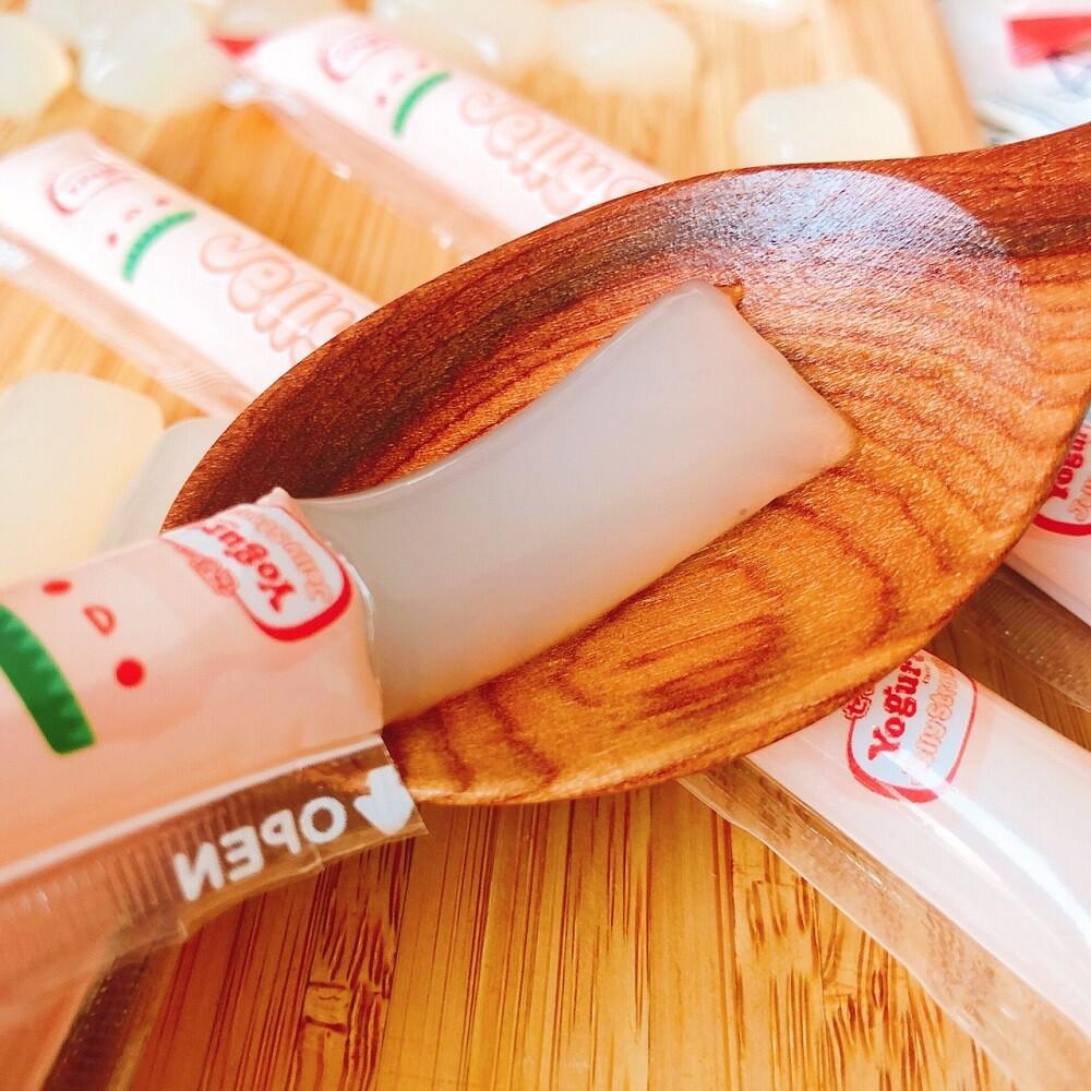 品牌 : 無 品牌國家 : 台灣 類型 : 零食 種類 : 果凍 葷/素 : 全素 保存方法 : 常溫保存 成分 : 水、砂糖、果糖、優可發酵液[水、蔗糖、果糖、奶粉、香料、乳酸、黃豆纖維、乳酸菌(嗜