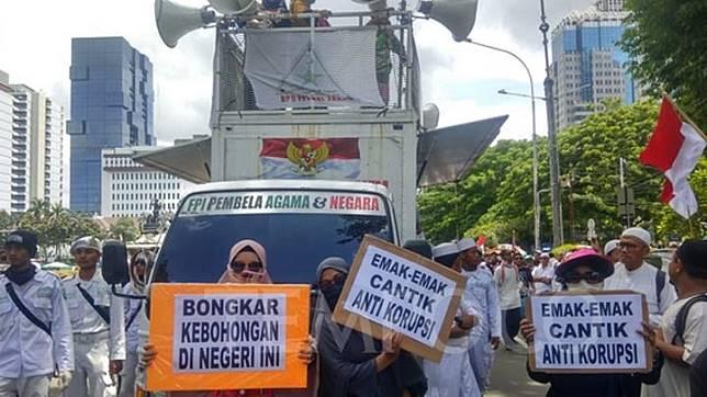 Suasana unjuk rasa bertajuk 212 Berantas Mega Korupsi Selamatkan NKRI di Jalan Medan Merdeka Barat, Jakarta Pusat, Jumat, 21 Februari 2020. Tempo/M Yusuf Manurung