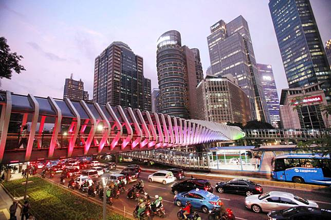 New wave: Pedestrians use the newly completed crossing bridge over Jl. Sudirman in Central Jakarta in this file photo.