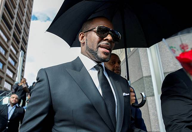 Singer R. Kelly leaves the Cook County courthouse after a hearing on multiple counts of criminal sexual abuse case, in Chicago, Illinois, United States, on March 22, 2019.