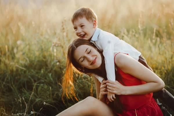 Efek Pola Asuh Moms terhadap Jagoan Ciliknya